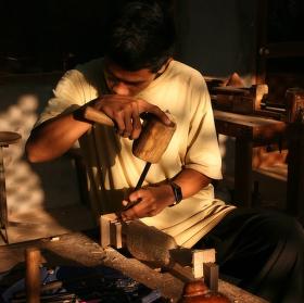 Kambodža - tesařský učeň
