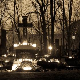 Noc na hřbitově