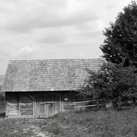 Roubená stodola
