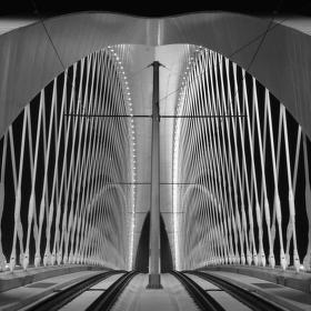 Neodolatelná symetrie Trojského mostu