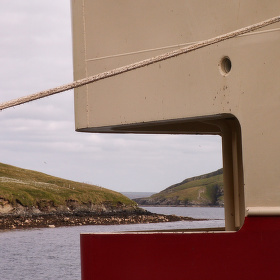 Takové tenké lano a udrží tak velkou loď...