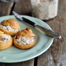 Gougères – sýrové bochánky z odpalovaného těsta