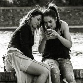 Zaujaté mobilem - na Žofíně