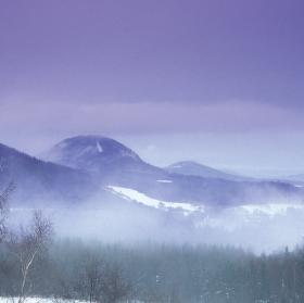 Zimní mlhavé svítání
