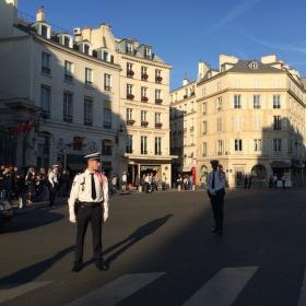 Čekání na španělského krále, place Beauvau, Paříž