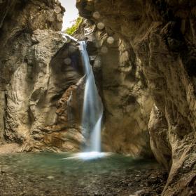 údolí vodopádů.