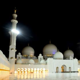 Sheikh Zayed Grand Mosque at night