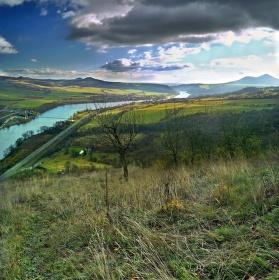 Podzimní výhled z Dubiček na České středohoří