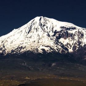 maly a velky Ararat...symbol Armenie lezici na uzemi Turecka.....