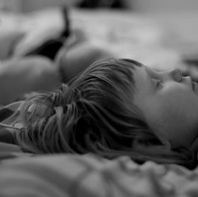 Po těžkém dni usnout na hromadě peřin....