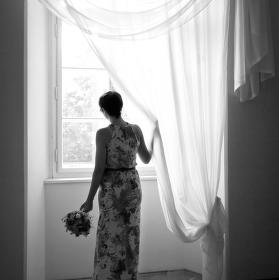 Pohled z okna vdané paní