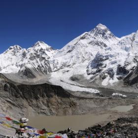 Mount Everest •  Qomolangma • Sagarmátha
