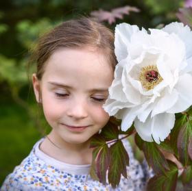 Člověk by měl snít..... Pamatovat si vůně, barvy, vše kolem, co není vidět, ale je to možné přijímat svým srdcem.