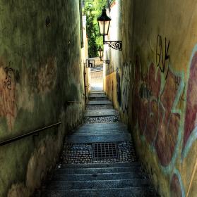 schody dolů