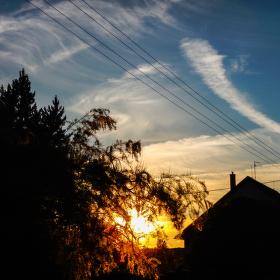 Západ Slunce v pozadí