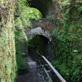 Cesty v Dunfermline Abbey
