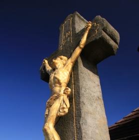 Kříž k nebi tam ční