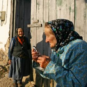 Babička s mobilem