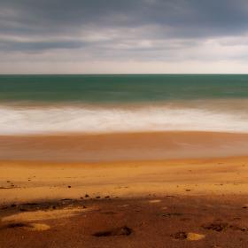 Pláž po bouřce