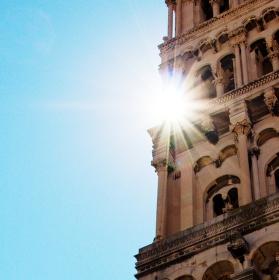 Věž a slunce