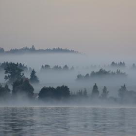 ranní mlha nad Lipnem