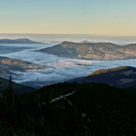 Pohled na západ  z Lysé hory při východu slunce