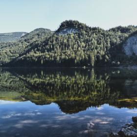 Od jezera.