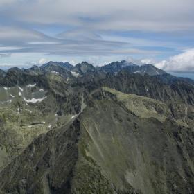 pohled z Kriváně na Štrbské Solisko.