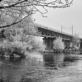 Železničný most v zime