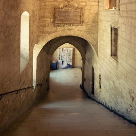Avignonské střípky (9): Chodby Papežského paláce
