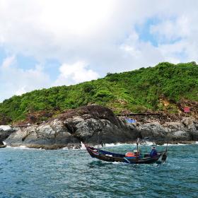 Pobřeží ostrova Hon Tam