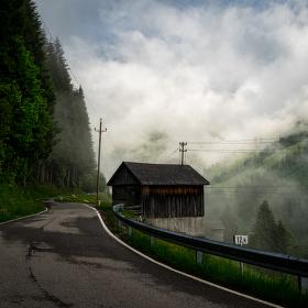 Kolem údolí
