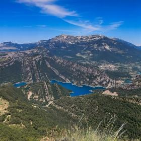 Přehrada Llosa del Caball na úpatí Port del Comte