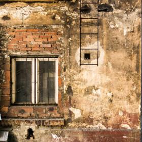 okno do dvora