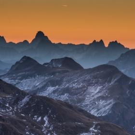 před východem slunce v Dolomitech