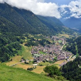 Cogolo, město mezi horami