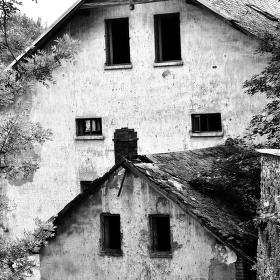 Minulost bledne a ztrácí prostor