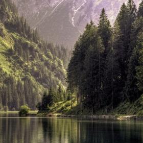 Klídek u jezera