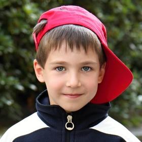 Kluk s červenou čepicí