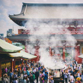Sensō-ji v dýmu