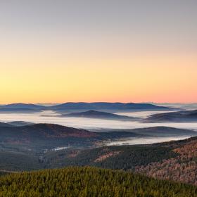 Ranní mlha Šumavy