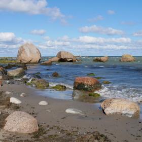 Bludné balvany na pobřeží Finského zálivu