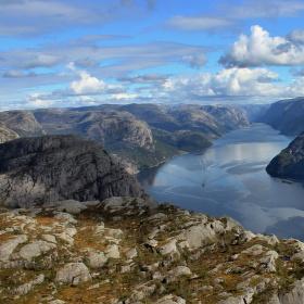 Vyhlídka z Preikestolenu v Norsku