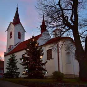 Podvečerní Kostel Stětí sv. Jana Křtitele v Ořechu