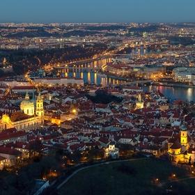 Město v objetí světel