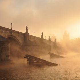 Kamenný most a mlha