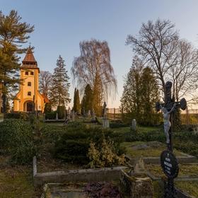 Ráno na hřbitově