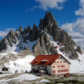 Chata pod zubatým vrcholem Paternkofelu