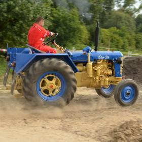 S traktorem o závod