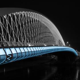 Most přes budoucnost